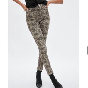 Zara snake skin print size 2 skinny pants